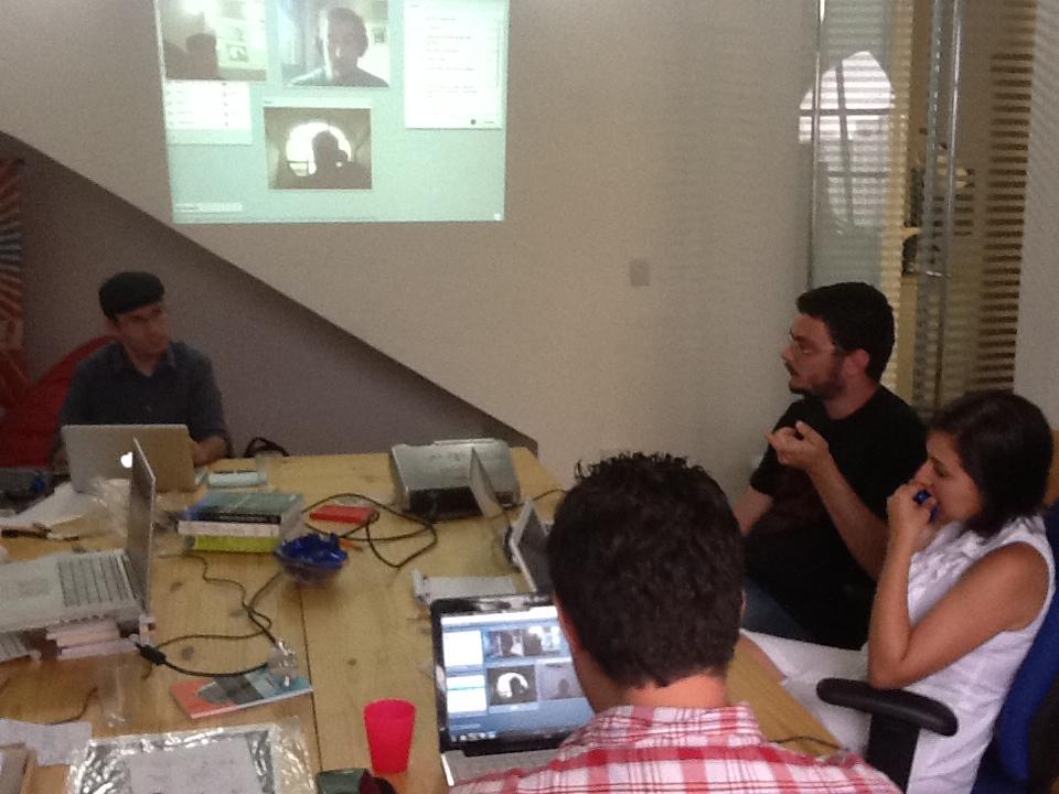 Reunião colaborativa no escritório